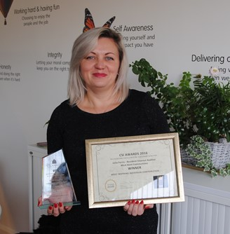 picture of Julia Ferries with her award